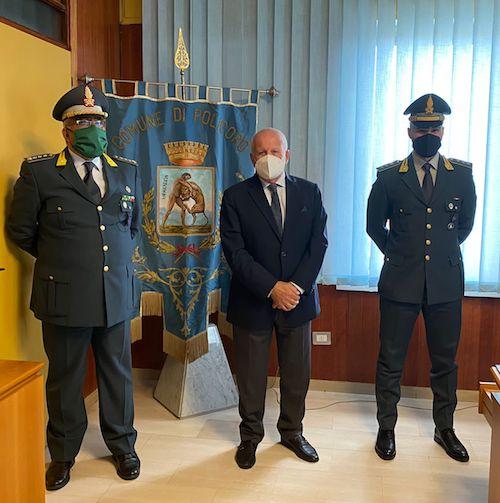 SINDACO_MASCIA_INCONTRA_COMANDANTE_GDF_POLICORO.JPG