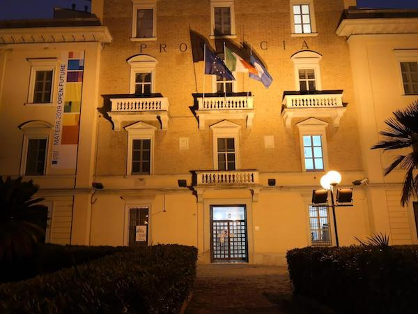 facciata_Provincia_gialla2.jpg