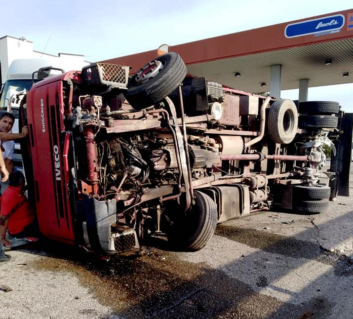 incidente autocarro a policoro.jpg
